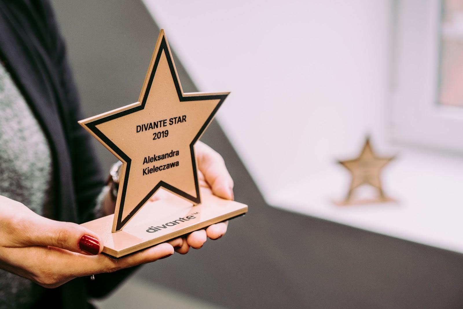 Aleksandra Kieleczawa, Senior HR Specialist at Divante, was awarded with the Divante Stars Award. Photo: KB